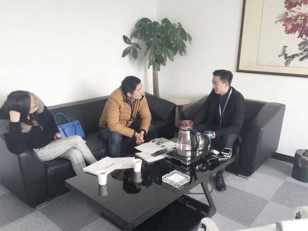 恭喜冯总、苏总成功代理创绿家除甲醛加盟品牌!